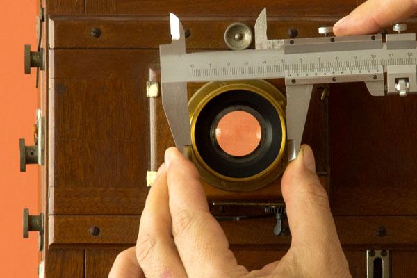 lens aperture caliper