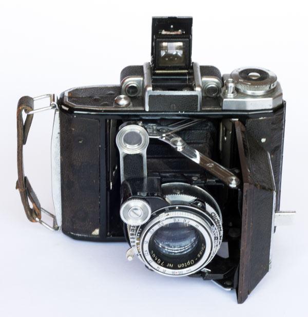 Super Ikonta A 531 - 6x6 cm - Zeiss Opton Tessar T 75 mm, coated, f/3.5, 1.2/∞ m - Compur Rapid B, 1-1/500 s 1948/55
