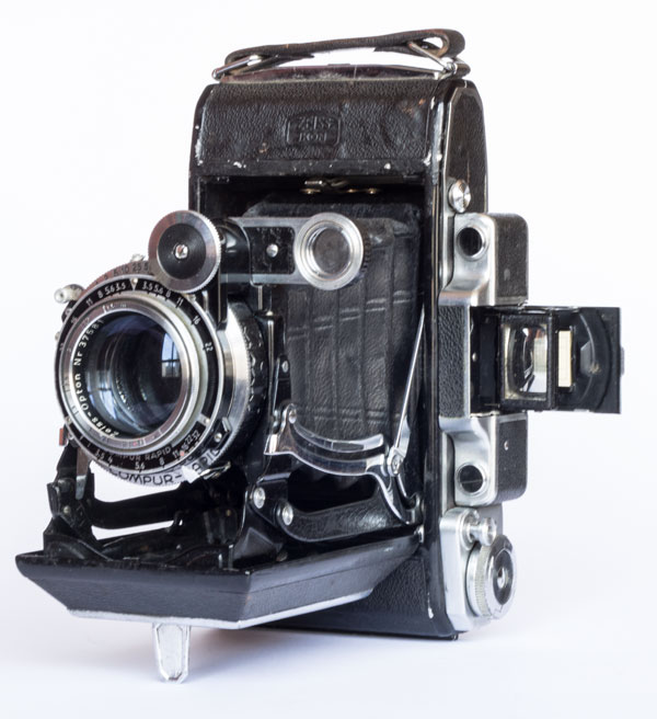 Super Ikonta 531/2 - Zeiss Opton Tessar 105mm f/3.5, coated, 1,5/∞ m - Compur-Rapid B, 1 - 1/400 s - 1948/51