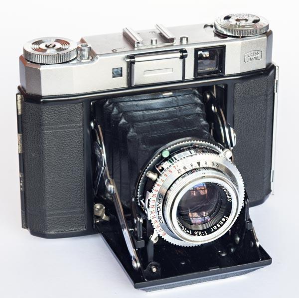 Super Ikonta IV - 6x6 cm - 534/16 - Tessar 75 mm f/3.5, 1,2/∞ m - Synchro-Compur B, 1/1/500 s - 1955/60