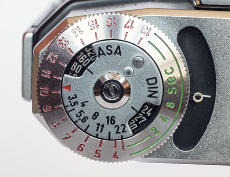 Super Ikonta IV -arrow and light meter dial